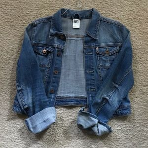 H&M Jean jacket size 38 fits like a medium.